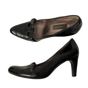 - Ecco patent heels with t-strap detail   EU38